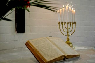Shekinah_Ministries_bible_menora-